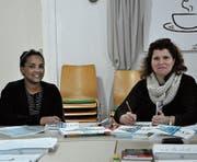 Ana Bela Gomes (rechts) und Aster Hadgu besuchen zweimal pro Woche einen Deutschkurs mit rund 10 Teilnehmenden. (Bild: Simon Roth)