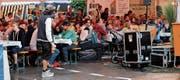 Dicht gedrängt genossen Gasenzler und Heimweh-Gasenzler das 4. Fest rund um den Brunnen in diesem Gamser Ortsteil. Auch die Kinder kamen dabei auf ihre Kosten. (Bilder: PD)