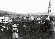 Kinder und Frauen dürfen nicht in den Ring. Landsgemeinde um 1925 in Hundwil. (Bild: Staatsarchiv AR)