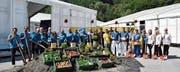 Spatenstich für die Wiga auf dem Buchser Marktplatz: Die Erde und eine Auswahl von Produkten, die aus und auf ihr wachsen, weisen auf das Motto hin. (Bild: Heini Schwendener)