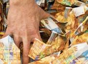 Die Personalverbände sind empört, dass die Finanzkommission des Kantonsparlaments die 200-Millionen-Einlage in die Pensionskasse ablehnt. (Bild: Ennio Leanza/KEY (Zürich, 21. November 2016))