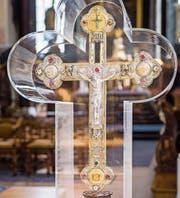 Das Kreuzlinger Reliquienkreuz war vier Monate in der Basilika St. Ulrich ausgestellt. (Bild: Andrea Stalder)