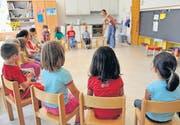 Spielerisch sollen die Kindergärtner ans Hochdeutsche herangeführt werden. (Bild: ky)