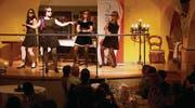 Stilvoll und originell: Mélanie Lacroix, Rebekka Bräm, Andrea Fischer und Anna Liechti (v.l.) begeistern im Mariaberg mit Bliggs «Manhattan». (Bild: Corina Tobler)