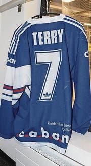Das Shirt des Kanadiers Bill Terry musste für ihn gekürzt werden.