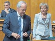 Die Bundesräte Johann Schneider-Ammann und Eveline Widmer-Schlumpf mussten im Parlament Niederlagen einstecken. (Bild: ky/Lukas Lehmann)