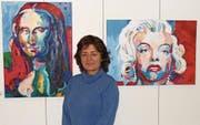 Geni Martinez vom Art Club Rii stellt im Rathaus ihre Bilder aus. (Bild: PD)