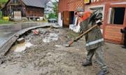 Aufräumarbeiten nach dem Unwetter vom 14. Juni 2015; in Kradolf sind die Schäden besonders gross. (Bild: Nana do Carmo)