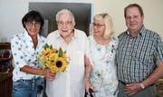 Happy Birthday: Vizestadtpräsidentin Dorena Raggenbass sowie Marianne und Heinz Spagolla feiern mit Felix Kober seinen 107. Geburtstag. (Bild: PD)