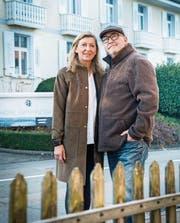Marie-Anne und Andy Hostettler vor ihrem Hotel in Ermatingen. (Bild: Andrea Stalder)