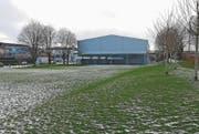Auf dieser Wiese beim Schulhaus Lindenhof soll der Pavillon entstehen. (Bild: Gianni Amstutz)