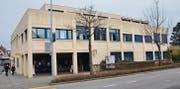 Das Gelände, auf dem das Postgebäude beim Wiler Bahnhof steht, wird in die viergeschossige Kernzone (K4) umgeteilt. (Bild: Philipp Haag)