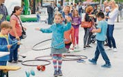 Unter den zahlreichen Aktivitäten stand auch das Angebot im Hula-Hoop-Vergnügen. (Bilder: Hansruedi Rohrer)