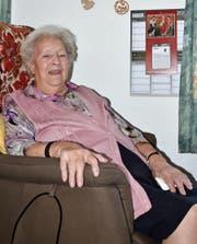 Maria Schmid in ihrem Zimmer im Alterswohnheim Möösli. Hier wohnt sie seit 2003. (Bild: Alexandra Gächter)