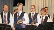 Die Bläserinnen und Bläser auf der Bühne während der Abendunterhaltung in der Rodenberghalle. (Bild: Dieter Ritter)