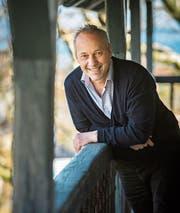 Kurt Henauer auf dem Balkon des Gemeindehauses. (Bild: Reto Martin)
