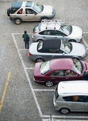 Künftig sollen Autofahrer nicht mehr Parkplätze suchen müssen. (Bild: Urs Bucher (St. Gallen, 18. Oktober 2013))