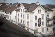 Ein Grossteil der städtischen Angestellten arbeitet im Gemeindehaus an der Bahnhofstrasse. (Bild: Reto Martin)