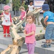 Die Kinder nehmen die Chügelibahn bei der Eröffnung in Beschlag. (Archivbild: Mario Testa)