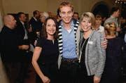 Moderatoren: Mona Vetsch und Reto Scherrer mit Ehefrau Melanie. (Bild: Nana do Carmo / TZ)