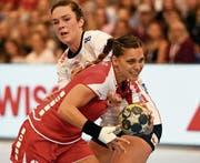 Karin Weigelt (vorne) ist mit 123 Länderspielen die erfahrenste Akteurin in der Schweizer Auswahl. (Bild: Alexander Wagner/SHV)