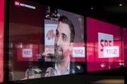 """Olivier Kessler vom Initiativkomitee """"Ja zu No Billag"""" äussert sich im Fernsehstudio der SRG zur verlorenen Abstimmung. (Bild: KEYSTONE)"""
