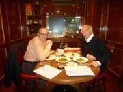 Spitzenkoch Anton Mosimann (rechts) mit Autor Willi Näf in London. (Bild: PD)