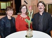 Die Präsidentin der SP Sevelen, Pia Linke (Mitte), konnte an der Jubiläumsfeier Regierungsrätin Heidi Hanselmann und Ständerat Paul Rechsteiner begrüssen. (Bild: Heini Schwendener)