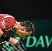 So freut sich Marco Chiudinelli in Biel über den Erfolg im Davis-Cup. (Bild: Urs Lindt/Freshfocus)