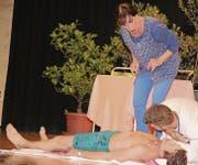 Das Kliwi-Theaterensemble liefert mit «Lifting» dem Publikum einen vergnüglichen Abend. (Bild: Christof Lampart)