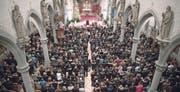 Zahlreiche Gläubige fanden am Samstag den Weg in die Herz-Jesu-Kirche. (Bild: Denis Dragojlovic/PD)