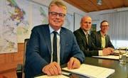 Bald soll's besser werden: Finanzressortchef Patrick Hug, Stadtpräsident Andreas Balg, Finanzverwalter Mischa Vonlanthen. (Bild: Max Eichenberger)