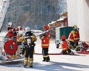 Bei einem Feuerwehreinsatz gibt es mehrere Arbeitsplätze.
