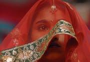 Zwangsheiraten von Minderjährigen sind auch in der Schweiz ein Problem. (Symbolbild: Divyakant Solanki/EPA)