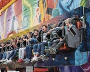 Kein Platz mehr frei: Der gefährliche Name der Bahn, Wirbelsturm, hielt die Kinder und Jugendlichen keineswegs von einer Fahrt ab. (Bilder: PAG)