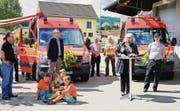 Einweihung der Kleintransporter mit Gemeindevertreter Alexander Kredt, Claudia Brändle und Feuerwehrkommandant Roland Stäheli. (Bild: Maya Heinzmann)