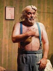 Versehrter Körper, schöne Stimme: Für Rigoletto lebt Paolo Gavanelli streng und diszipliniert. (Bild: Urs Bucher)