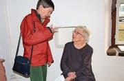 Zwei Ladys der Sherlock Holmes Society: Eva Iggland und Marianne Boetschi. (Bild: Therese Schurter)