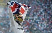 Lewis Hamilton feiert seinen vierten Titel in der Formel 1. (Bild: Moises Castillo/AP)