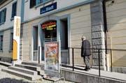 Bahnhof Bischofszell Stadt: Wo sich einst der SBB-Schalter befand, ist heute ein Migrolino-Laden untergebracht. (Bild: Georg Stelzner)