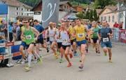 Der Startschuss zum 57. und letzten Geländelauf ist gefallen. Mit Nummer 166 der spätere Tagessieger Armin Flückiger. (Bilder: Beat Lanzendorfer)