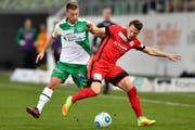 Kampf um jeden Ball: St.Gallens Marco Aratore gegen Thun-Spieler Stefan Glarner. (Bild: Keystone)