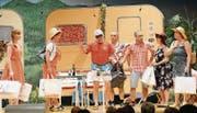 Wenn sich Camperfreunde treffen, geht es mitunter turbulent zu und her – die neue Komödie der Heimatbühne Werdenberg zeigt das.