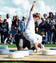 Linda Heller tanzt Mühle – und die Steine klingen dabei.
