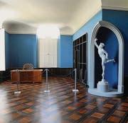 Models Arbeitszimmer mit dem Götterboten Hermes. (Bild: Nana do Carmo / TZ)
