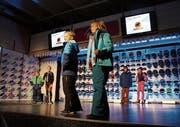 Auch die jungen Models verblüfften mit Optik und Können auf der Bühne. (Bilder: Mengia Albertin)
