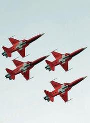 Patrouille Suisse in Formation. (Archivbild: Urs Bucher)