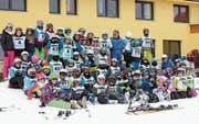 Die Schülerinnen und Schüler der Mittelstufe Waldstatt sind startklar für ihr Skirennen. (Bild: PD)