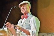 Stadtpräsident Andreas Balg im Dialog mit dem eigenwilligen und besserwissenden Hugo Volksvertreter, den er gleich selber spielt. (Bild: Max Eichenberger)