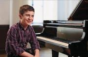 Beeindruckt mit seinem Klavierspiel nicht nur seine Lehrer: Neil Tarabulsi. (Bild: Screenshot BR)